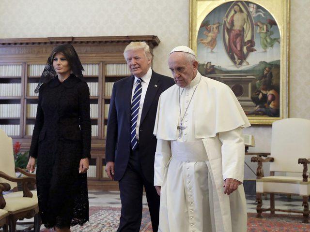البابا فرنسيس يستقبل ترامب بتجهم