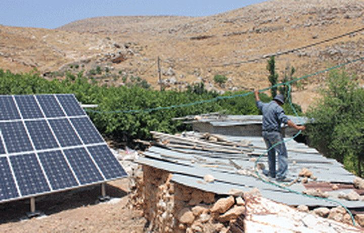 الاحتلال يخطر بوقف عمل خلية شمسية بالاغوار