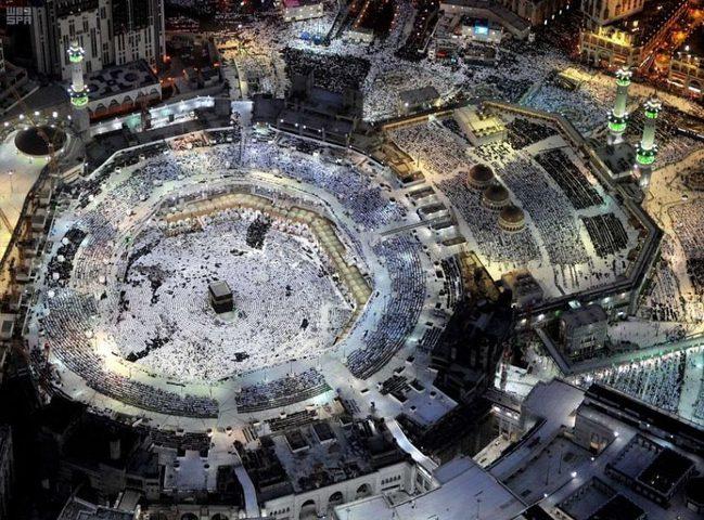الأجواء الإيمانية في مكة من علو 1000 متر