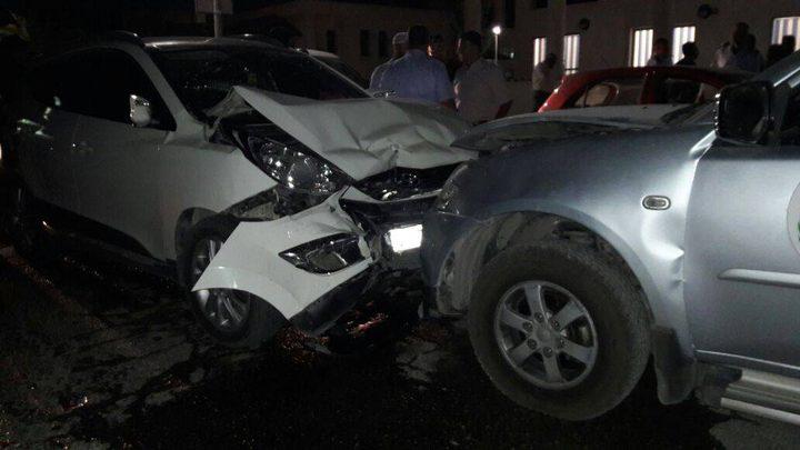 إصابة ثلاثة مواطنين جراء حادث سير عند معبر الكرامة