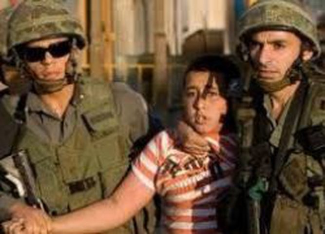 الارتباط العسكري يؤمن الإفراج عن فتاة وطفل