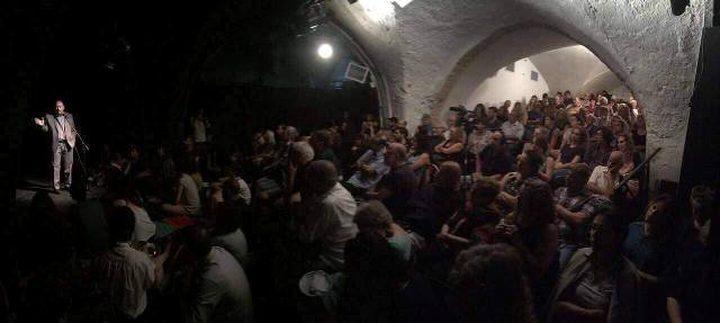 """عرض مسرحي لتحسين صورة الأسرى الفلسطينين بعنوان """"دفاتر  السجن"""""""