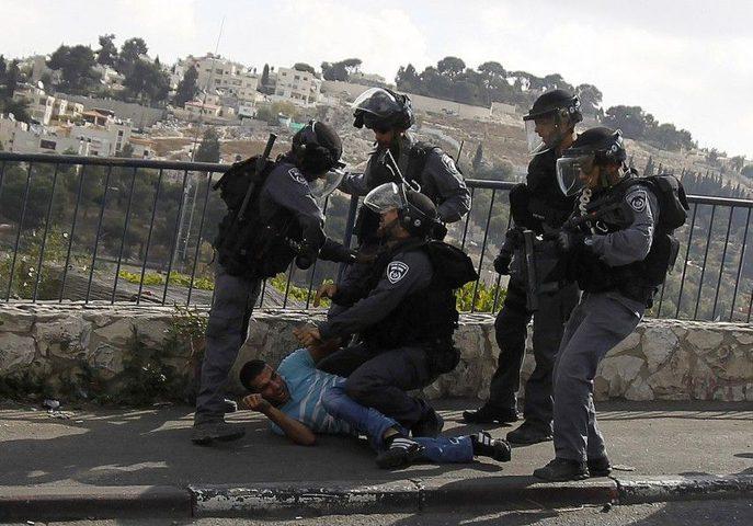الاحتلال يداهم أحياءً بالقدس ويعتقل 4 مقدسيين