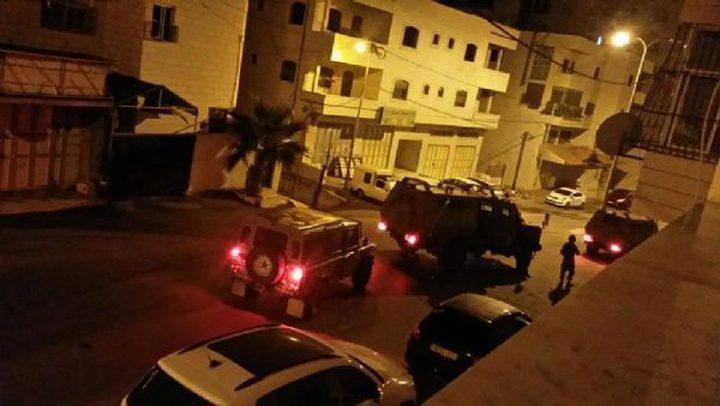 الاحتلال يقتحم نابلس ومواجهات في منطقة المخفية