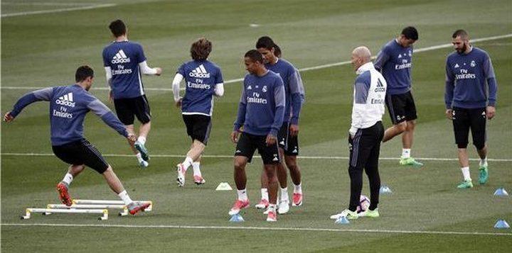 ريال مدريد يكافئ زيدان و3 لاعبين