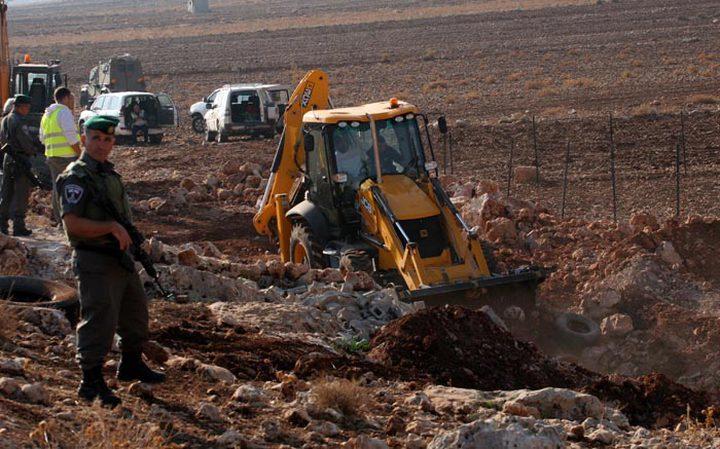 جرافات الاحتلال تواصل تجريف أراضٍ غرب جنين