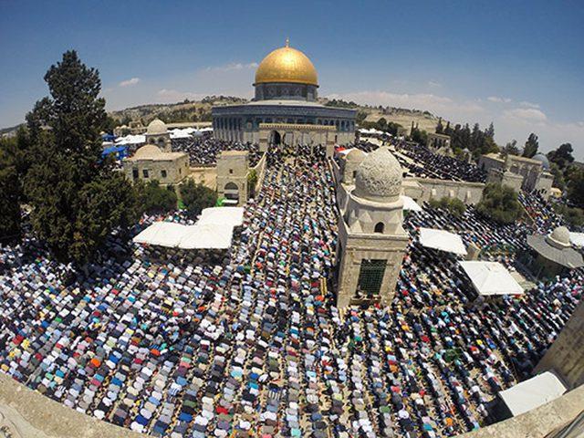 300 ألف مواطن يؤدون الجمعة الثانية من رمضان في المسجد الأقصى