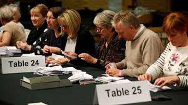 المحافظون يخسرون الغالبية المطلقة في البرلمان البريطاني
