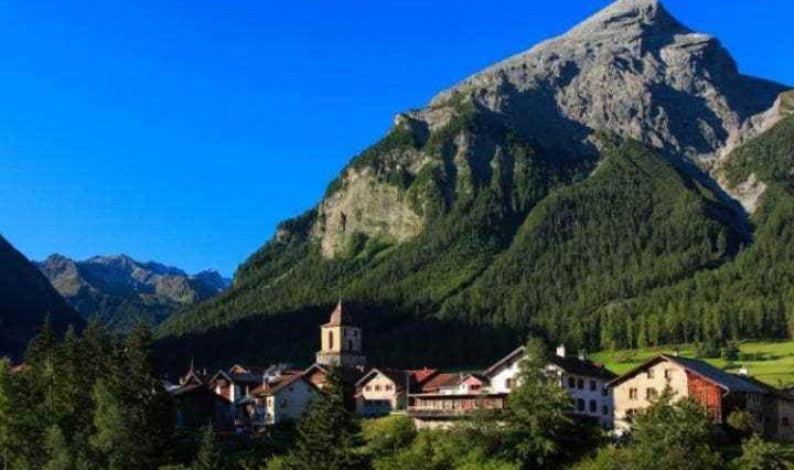 قرية سويسرية تمنع السياح من التقاط الصور، والسبب !