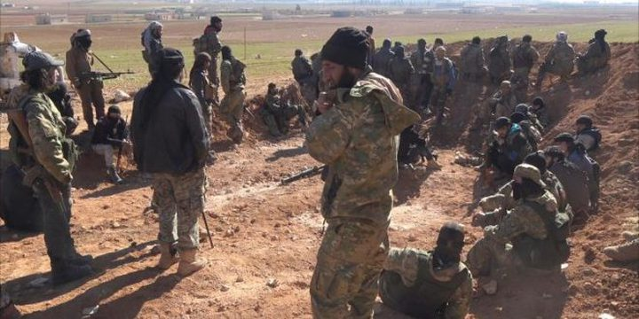 مقاتلون سوريون مدعومون من واشنطن يحاصرون الرقة