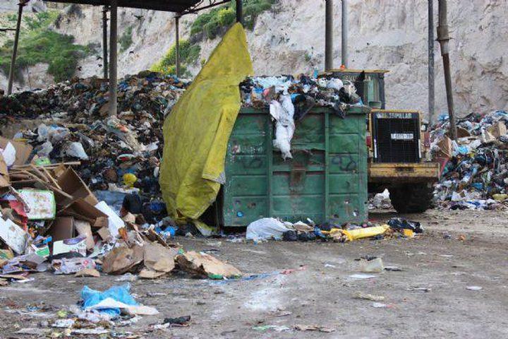 أهالي الباذان يتظاهرون احتجاجا على مكب النفايات عند مدخل قريتهم