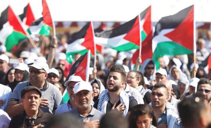 كتاب اسرائيليون يدعون للزج بفلسطينيي الداخل بمعسكرات