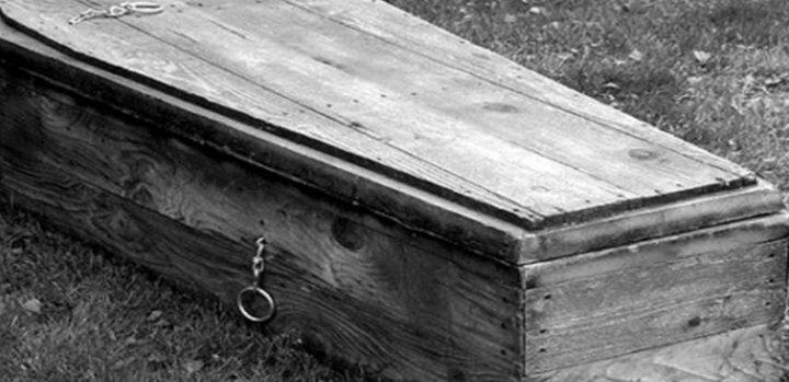 اتّصل بشقيقه من قبره وطلب منه دفع ديونه