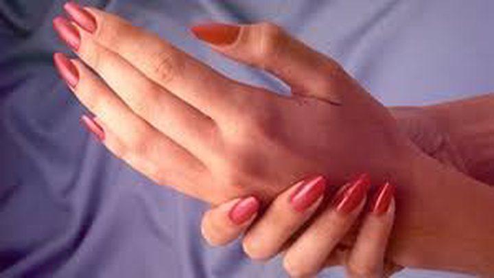 كيف تحمين يديك من الحساسية المضرة؟