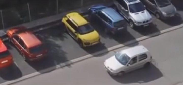 فيديو طريف لفتاة تحاول ركن سيارتها