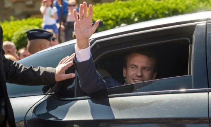 حزب ماكرون الفرنسي وحلفاؤه يتصدرون الانتخابات التشريعية