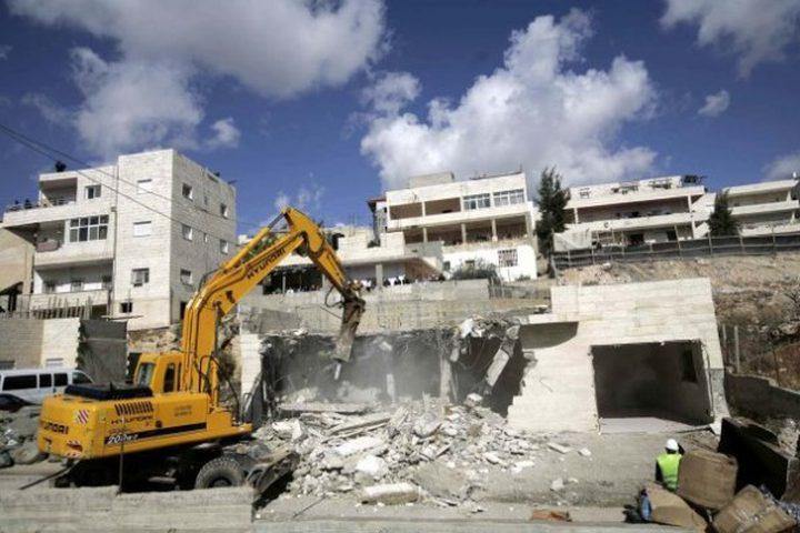 الاحتلال يخطر مواطنة بهدم منزلها في أريحا