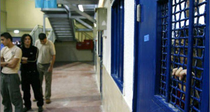 صيدم يقرر فتح المجال أمام السجناء لاستكمال دراستهم
