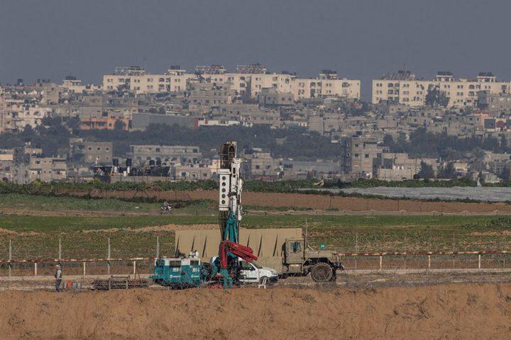 الاحتلال يوسِّع أعمال البناء في الجدار الفاصل مع غزة