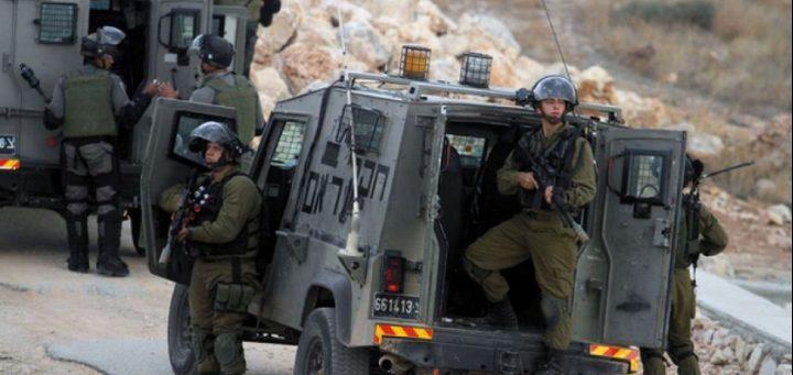 الاحتلال يستجوب ثلاثة شبان من يعبد