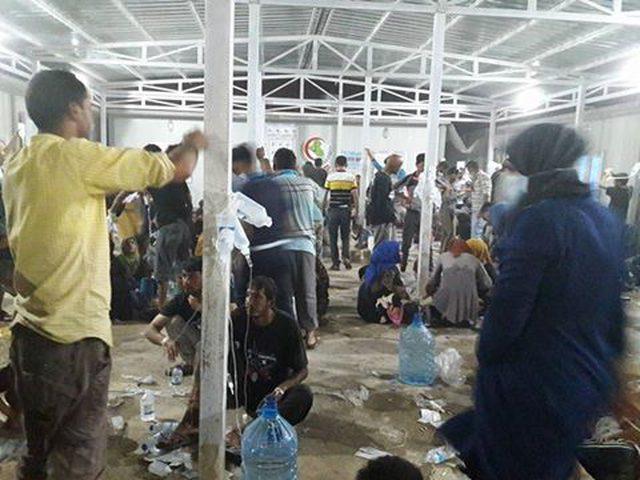 مئات حالات التسمم بإفطار في مخيم بالموصل