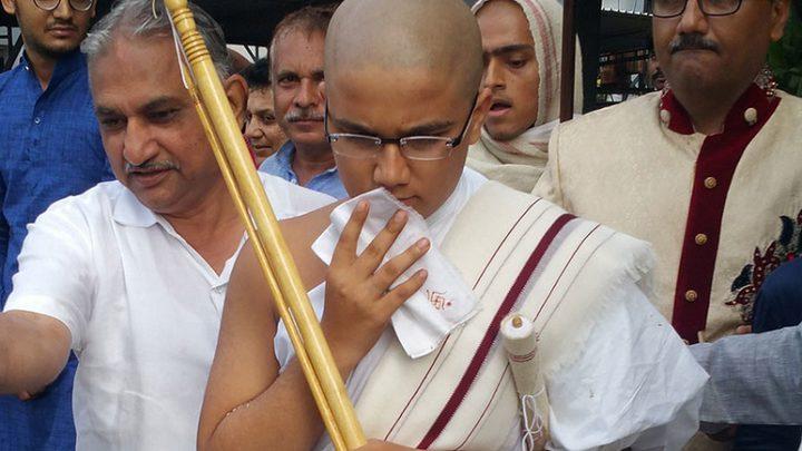 طالب يتخلى عن أفضل الدرجات ليصبح راهباً
