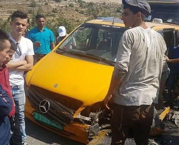 اصابة تسعة مواطنين في حادث سير شمال الخليل
