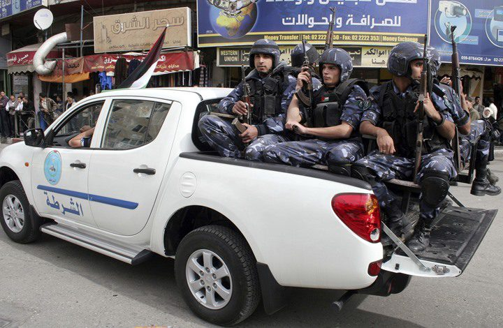 مسيرة وسط نابلس.. وانتشار للأجهزة الأمنية لضبط الشارع