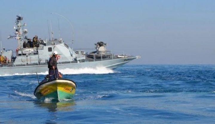 زوارق الاحتلال تستهدف الصيادين