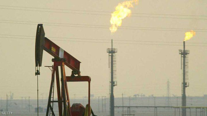 النفط قرب أدنى مستوى في سبعة أشهر