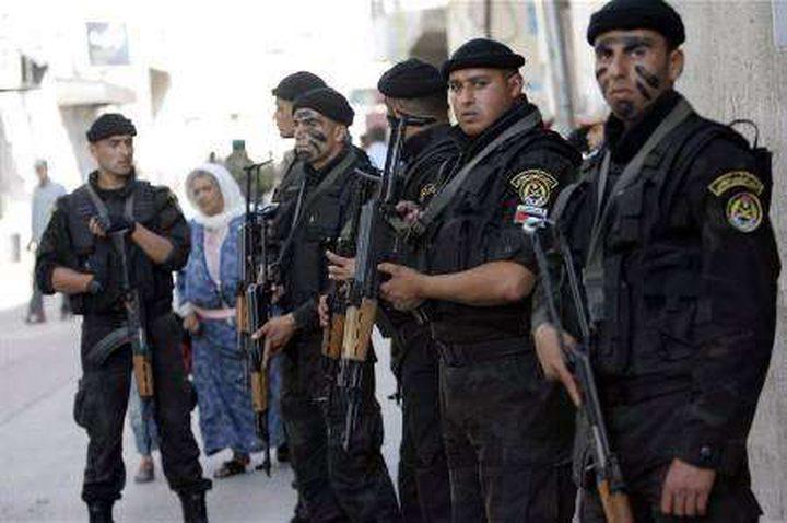 مطلوبان بالخليل يسلمان نفسيهما للأمن الفلسطيني