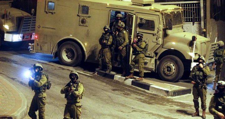 الاحتلال يعتقل ثلاثة مواطنين من إذنا في الخليل
