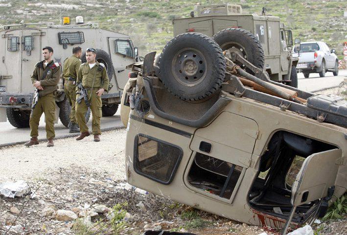 إصابة جنديين جراء انقلاب مركبتهم العسكرية في الخليل