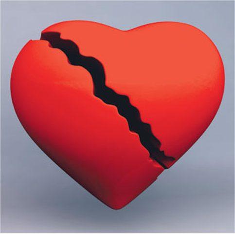 الحقيقة العلمية وراء كسرة القلب عند الانفصال العاطفي