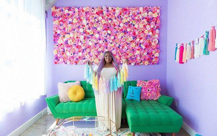 (بالصور) أمريكية تلون بيتها بألوان قوس قزح