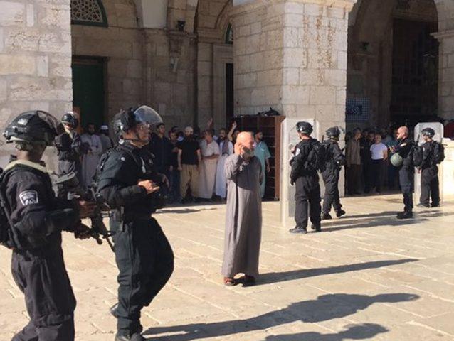 إصابات واعتقالات في المسجد الأقصى