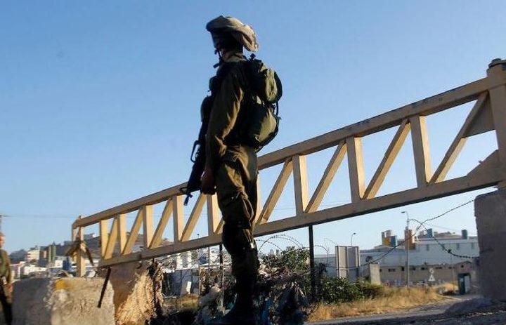 الاحتلال يحاصر دير أبو مشعل لليوم الرابع على التوالي