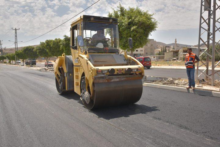 بلدية نابلس تنهي مشاريع شوارع تعبيد حيوية