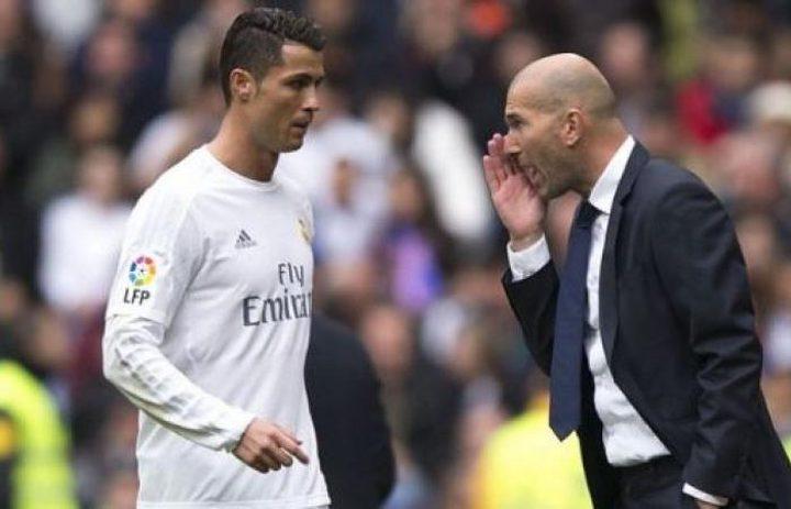زيدان يحاول اقناع رونالدو بعدم ترك ريال مدريد