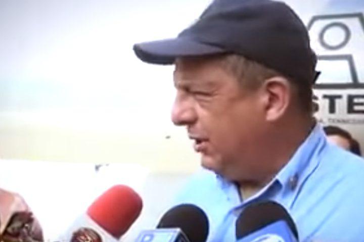 شاهد..رئيس كوستاريكا يبتلع حشرة أمام الصحافيين