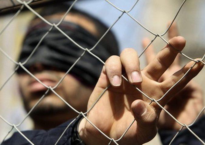 محكمة الاحتلال تُمدد اعتقال أسير كفيف