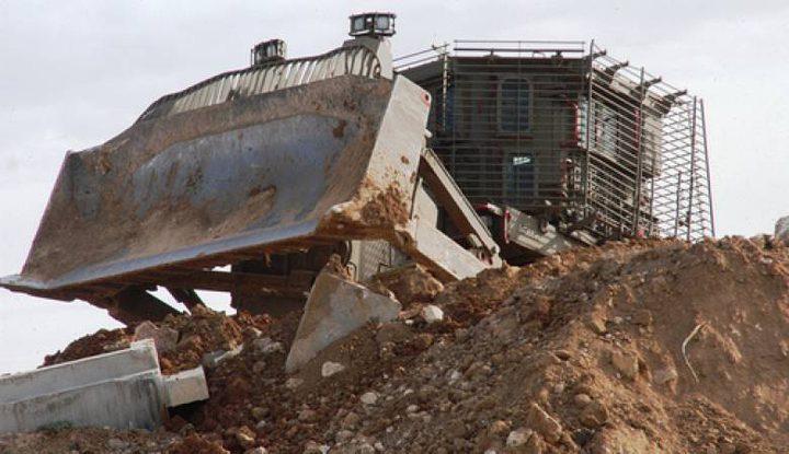 الاحتلال يواصل تجريف اراضي المواطنين جنوب نابلس