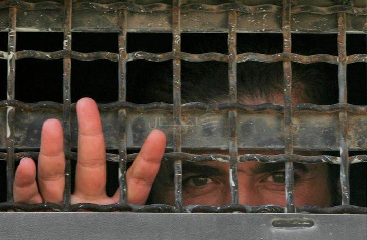ستة أسرى يدخلون أعواما جديدة في السجون