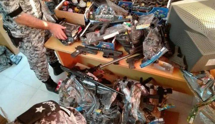 ضبط مسدسات خرز ممنوعة التداول في نابلس
