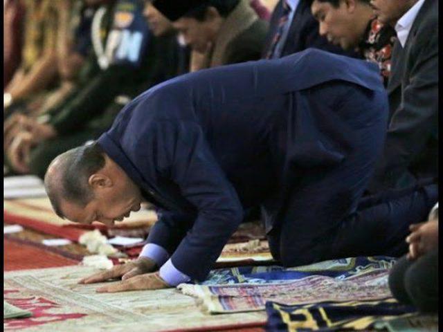 أردوغان يفقد وعيه أثناء صلاة العيد