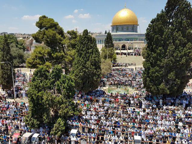 90 ألف مصل يؤدون صلاة العيد في الأقصى