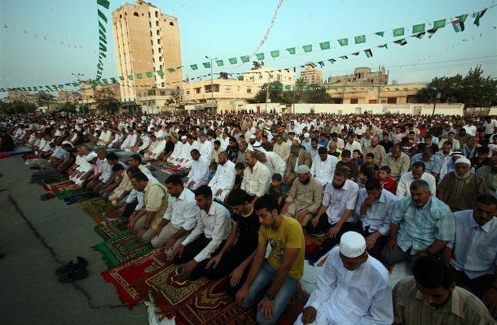 مواطنو غزة يؤدون صلاة العيد في العراء