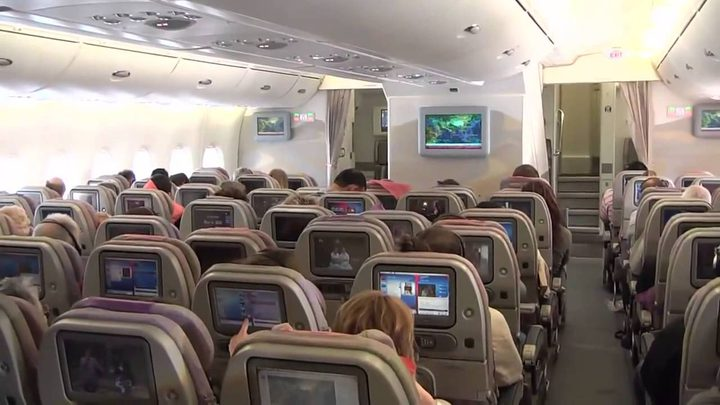 شاهد طائرة تتحول إلى غسالة