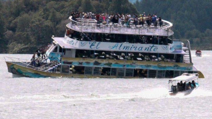 قتلى ومفقودون في غرق مركب في كولومبيا