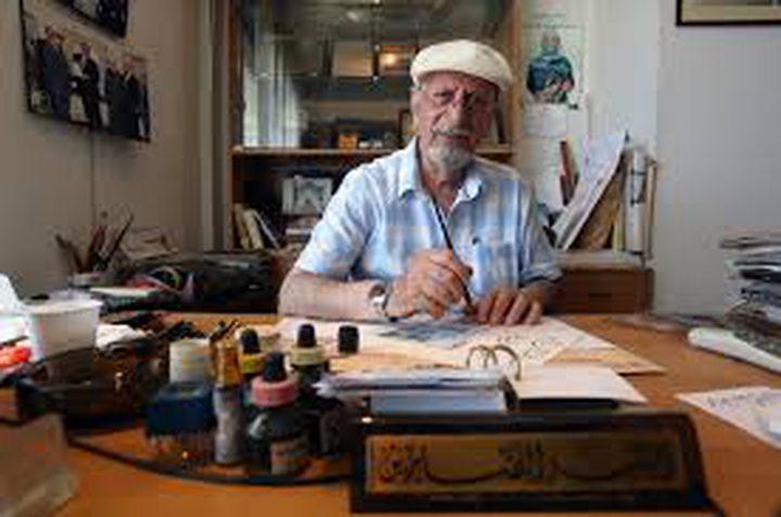 لبناني يكتب القرآن بخط لم يسبقه إليه أحد (صور)